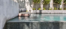 The Bisazza DELHI mosaic blend on a beautiful Australian backyard pool